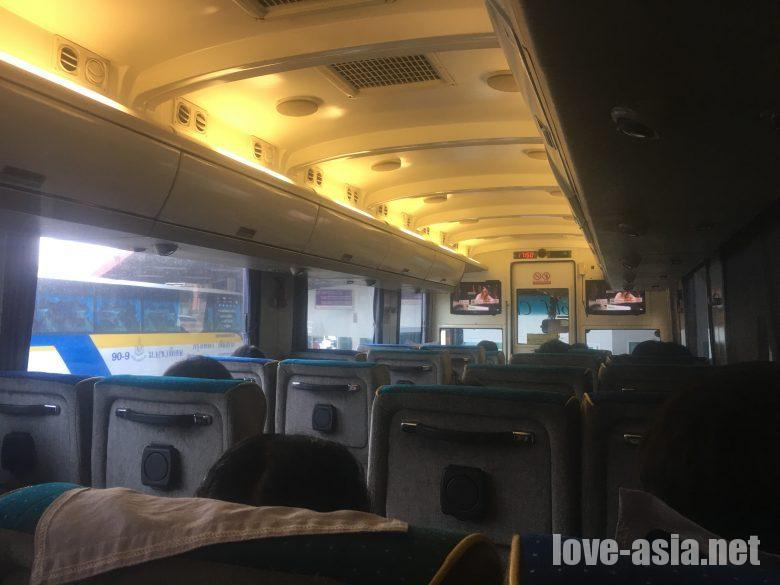 ナコンチャイエア VIPバス車内