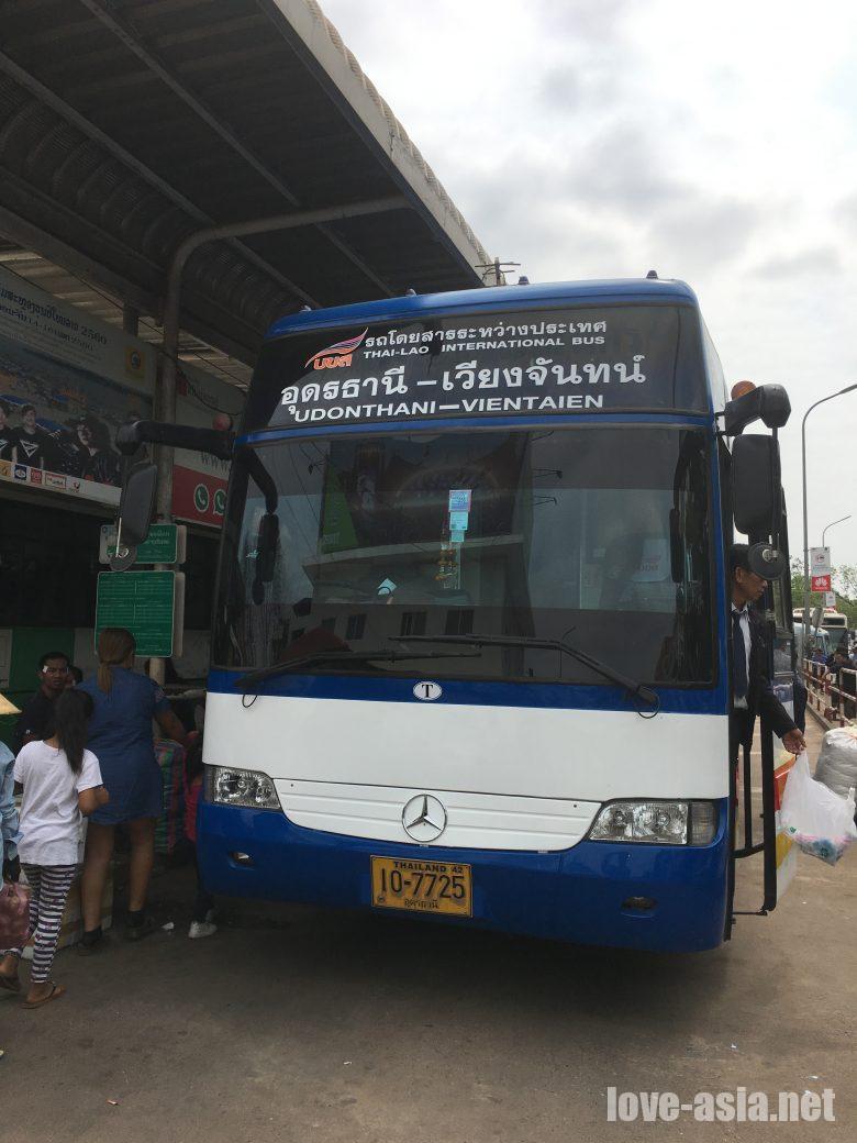 ビエンチャン ウドンタニー バス