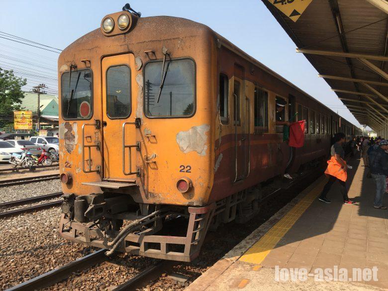 コラート バンコク 鉄道