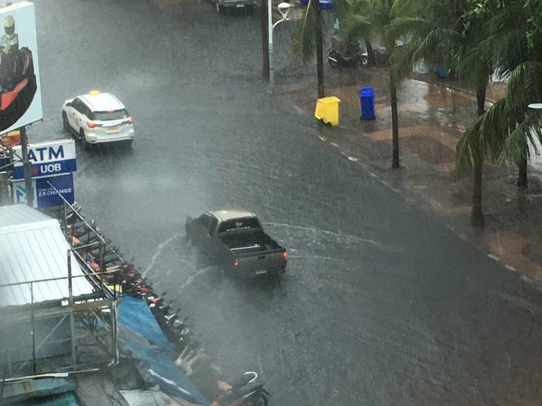 パタヤ 洪水